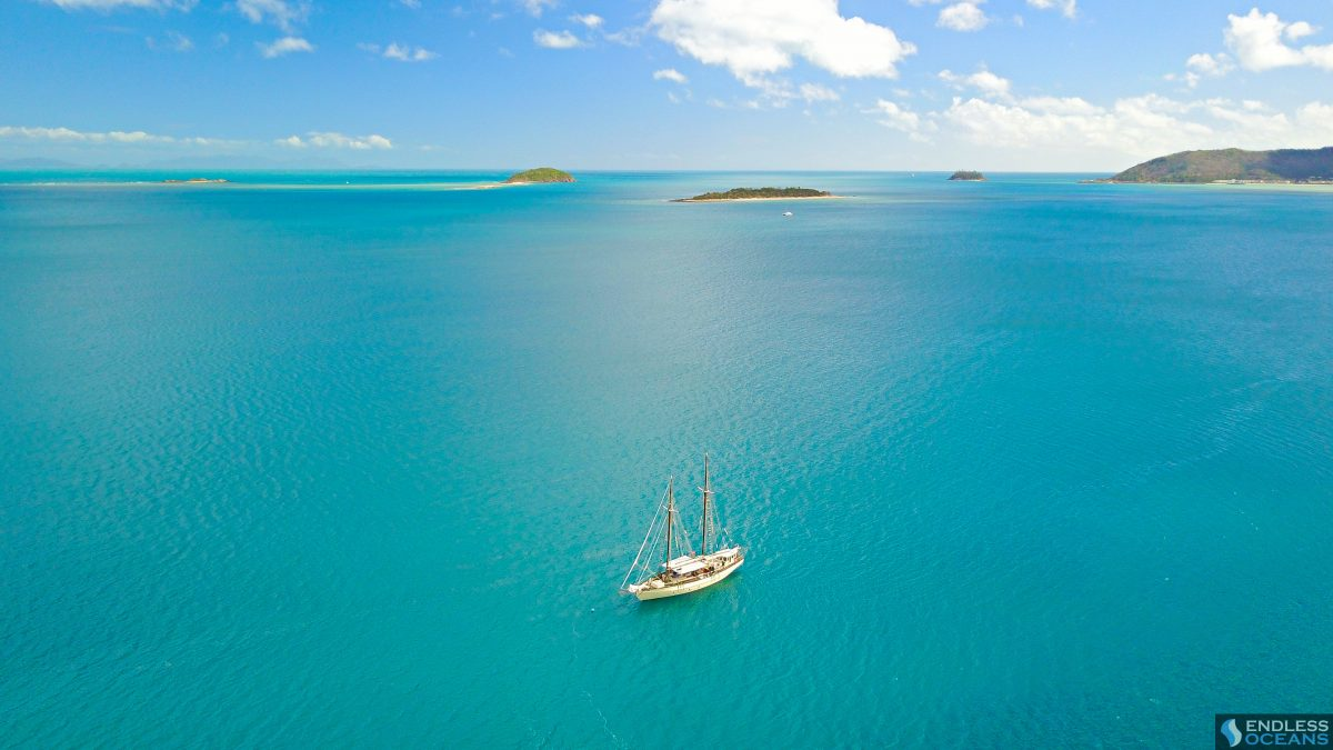 hook-island-yacht